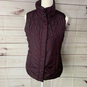 Izod • lightweight quilted vest
